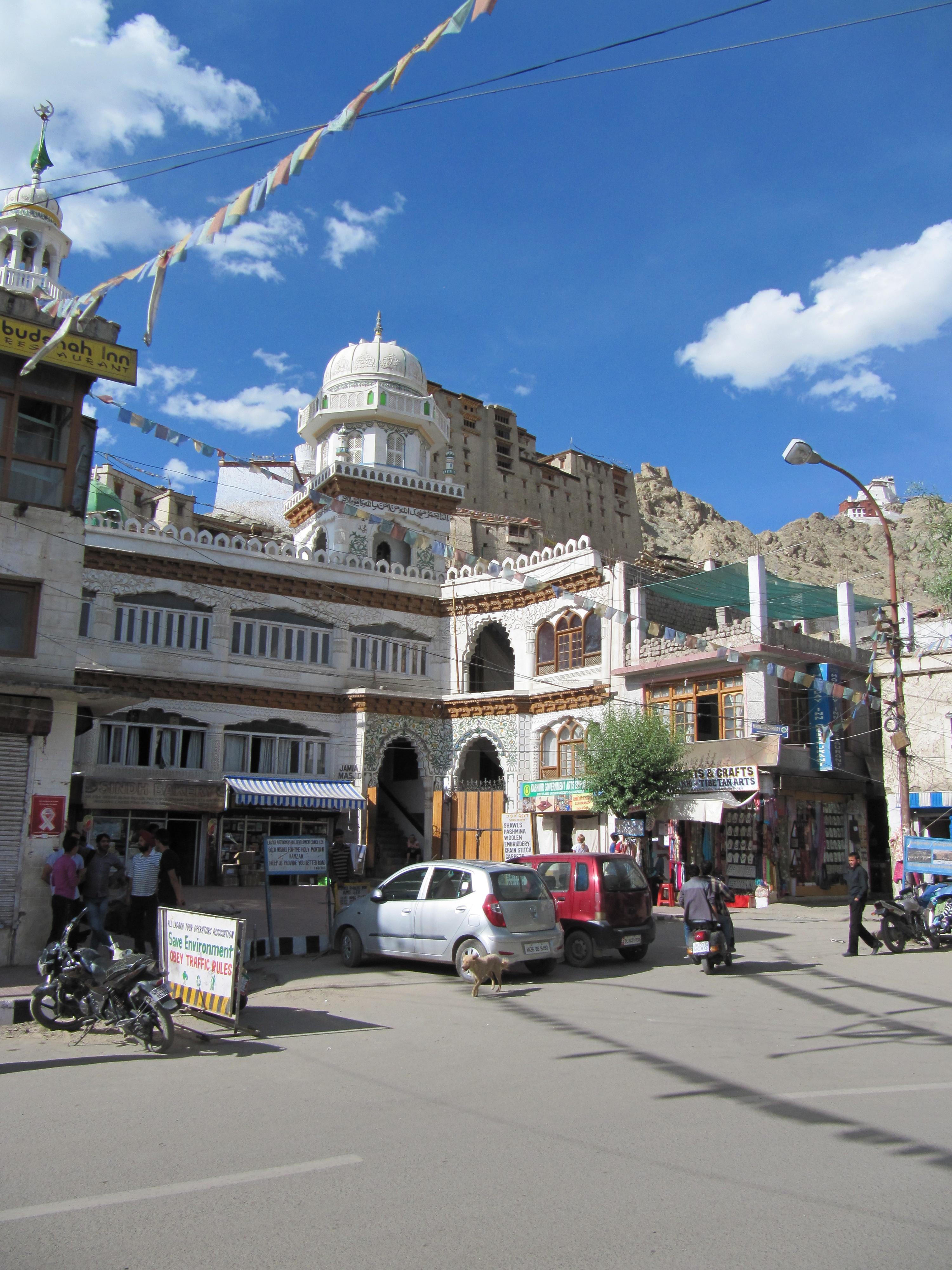 Mosquée au Main Bazaar, Leh, Inde, 5 juillet 2013
